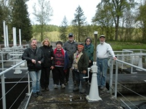 CAC members tour the Nisqually Tribe's fish counter at the Centralia Diversion Dam during the April 2015 meeting.